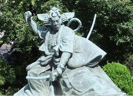 Ichikawa_danjuro__statue_01